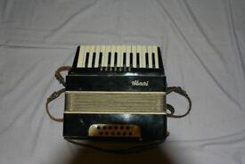 Alvari 12 button accordian