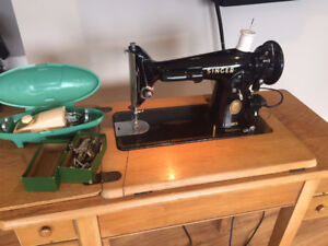 Singer sewing machine Model 201 - great condition