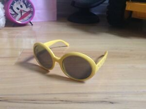 Yellow sunglasses for kids