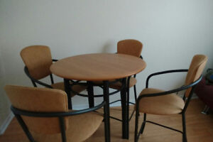 Table bistrot et 4 chaises