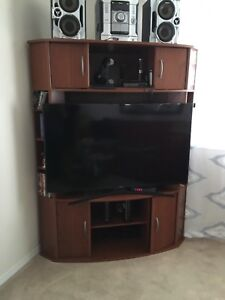 2 pc tv stand and 1 computer desk