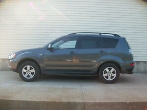 2010 Mitsubishi Outlander SPORTY SUV WITH ALLOYS & HITCH