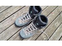 Winter Mountain boots size 7 to 8 scarpa, no damage or odours £20.00