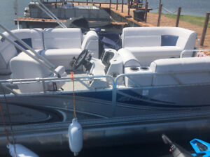 2015 MULTI FUNCTIONAL PONTOON BOAT WITH A 2016  90 MERC. MOTOR