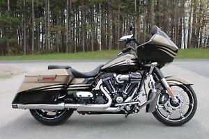 2013 Harley-Davidson® FLTRXSE - CVO Road Glide Custom