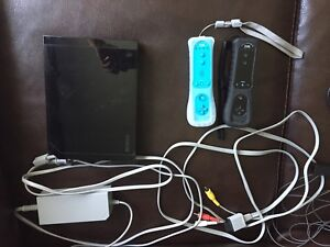 NINTENDO Wii with Games/Accessories