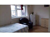 *** Double En-site room available now*** Willesden Bus Garage