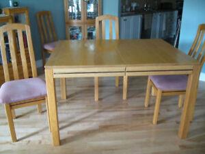 Table en chêne NATUREL avec Rallonge et 4 chaises rembourrées