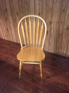 Beautiful solid oak wood chairs great condition!