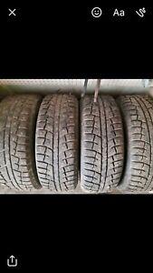 4 pneus d'hiver cloutés 245/65r17 avec jantes