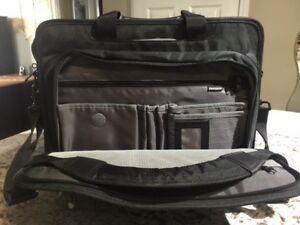 """BRAND NEW"" LENOVO 17-INCH LAPTOP & TABLET BRIEFCASE"""