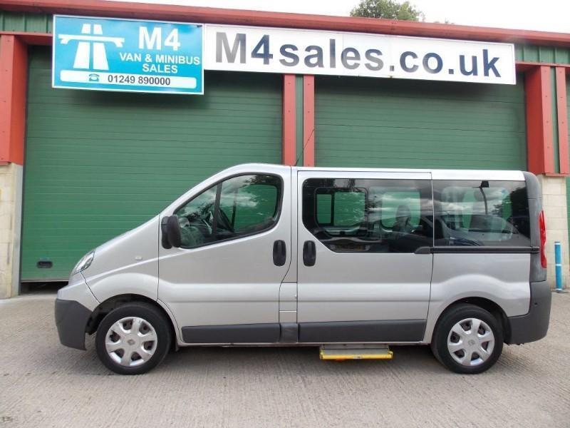 Renault Trafic 7 seat +W/chair minibus.