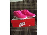 LIKE NEW Bright Pink Leather Nike Air Max 90 size 5.5