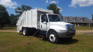 2006 4300 international C/W 16 yd Leach Realoader