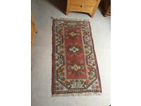 Good quality patterned rug 33cm x 61cm
