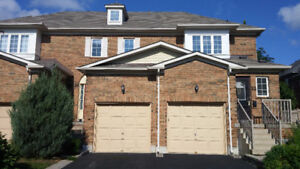 3Br Townhouse in Aurora backing on open space