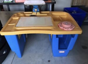Kids art table with chair