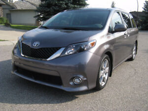 2012 Toyota Sienna SE 8 Seat Minivan LOW Km Excellent Condition
