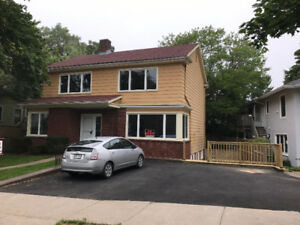 Five-bedroom House near Dalhousie, St. Mary and IWK