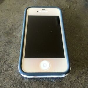 iPhone 4 - 8 GB, white, locked with Bell & immaculate condition