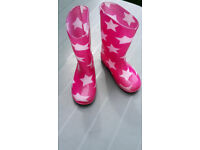Wellies size 9, very good condition, pick up Howden. Smoke and pet free home.