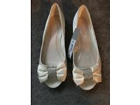 Wedding ivory shoes size 5 new / matching bag available