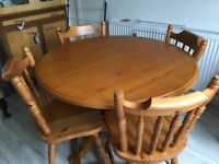 Traditional/Country Pine dining table with 4 spindle back chairs