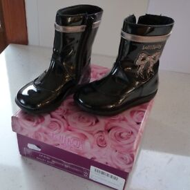 BUNDLE OF CHILD / SMALL GIRL SHOES / BOOTS (by DIESEL, LELLI KELLY & STARTRITE)