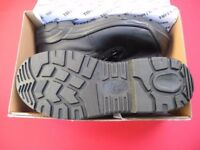 TUFFKING WORK SAFETY BOOTS SIZE 9 BLACK BNIB