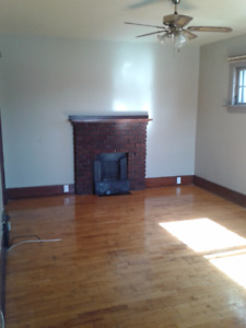 2 Bedroom Apartment in Duplex Available September 1st
