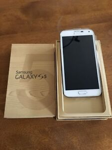 Unlocked Samsung Galaxy S5 16 GB Cellphone