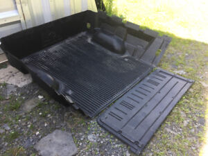 Toyota Tundra Tail Gate and Box Line