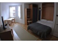 Double room in 2 bed flat situated on North Bridge, in the heart of Edinburgh's city centre.