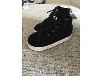 Young Boys Size 7 Navy Hugo Boss High Top Trainers