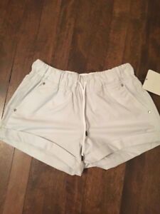 BNWT Lululemon Play All Day Casual Shorts Size 4