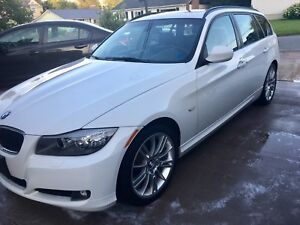 2011 BMW 328I XDRIVE AWD FULLY LOADED NEED GONE