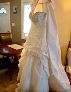 Stunning Private Label by G 1383 wedding dress