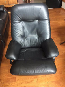 Recliner , Black Leather
