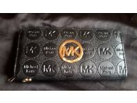 can post,michael kors ladies leather purse ex condition ,like brand new, grab a bargain!!!