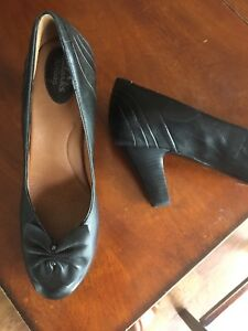 Beautiful Clark's Leather Pumps - Size 9 - $30