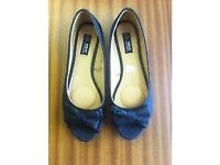 (NEW) LADIES BLACK / SILVER SPARKLE EFFECT FLAT SHOES SIZE 6, EURO 39 - WIDE FIT FOR EXTRA COMFORT