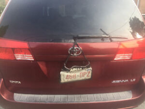 2005 Toyota Sienna LE 100% accident free,