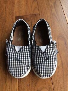 Toms Shoes - Size 6T