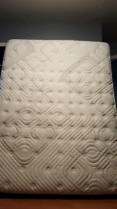 Queen size mattress-  Sealy posture pedic