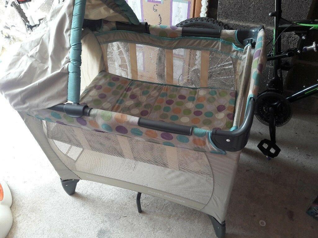 Small travel cot with bassinette