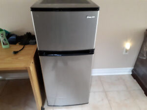 Magic Chef Mini Fridge (Rutherford/Weston)