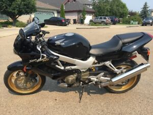 Honda VTR1000 Super Hawk Low Kms and Great Condition!