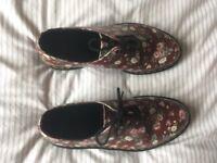 Ladies Size 8 Dr Martens Shoes Maroon Print