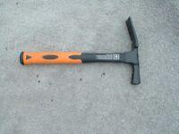 1 x neilsen brand 600 gram brick hammer with fibre glass shaft