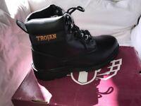 Trojan Lite 657 Size 10